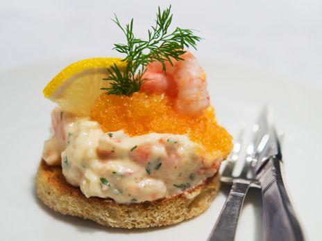 Alexandras Toast Skagen på fiberrikt bröd | Recept.nu