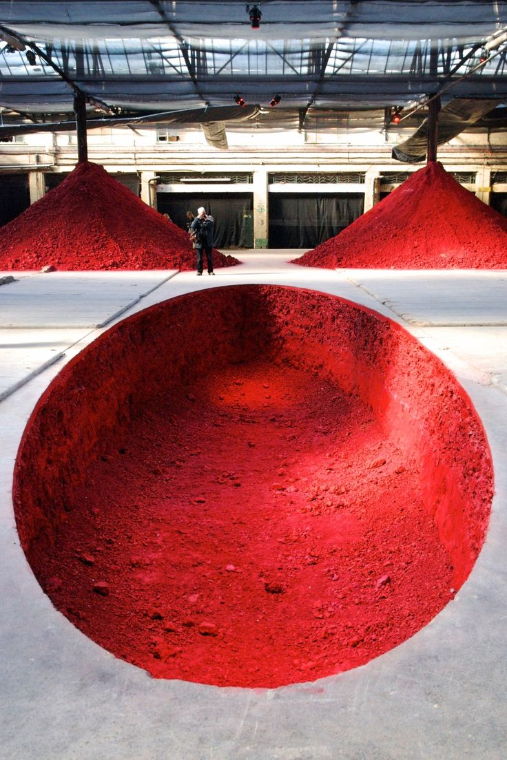 Centre (Anish Kapoor) **I Love Installations** The Dismemberment of Jeanne d'Arc, 2009