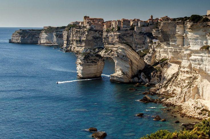 Vacanze alle porte? Le bellezze del mediterraneo a portata di traghetto! Con Traghetti Lines raggiungi le isole del mediterraneo  e prenoti online! http://www.agoprime.it/traghetti-lines-raggiungi-le-isole-e-prenota-online/