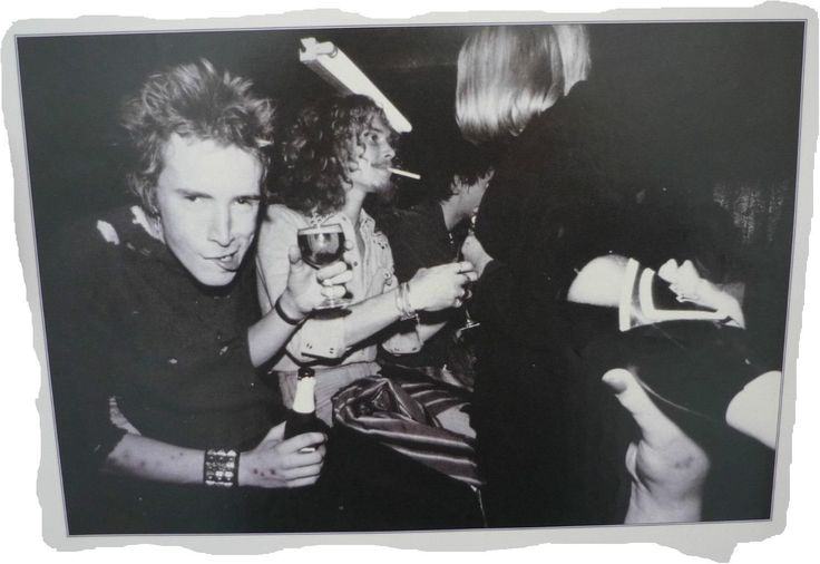 5th September 1976 - John, Kim Thraves, Glen and unknown, Club De Chalet Du Lac, Orée du bois de Vincennes, 75012 Paris, France. Photo © Ray Stevenson.