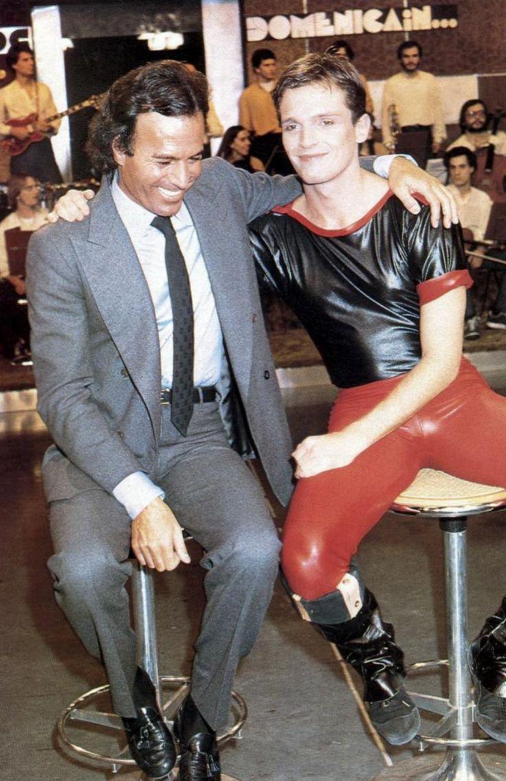Con Julio Iglesias, en la época de los vinilos, el látex y las plataformas.