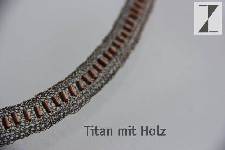 Titandraht von Hand verstrickt - mit Holz- Detail aus Kette www.atelier-zellhuber.de #Titan #Holz #Schmuck