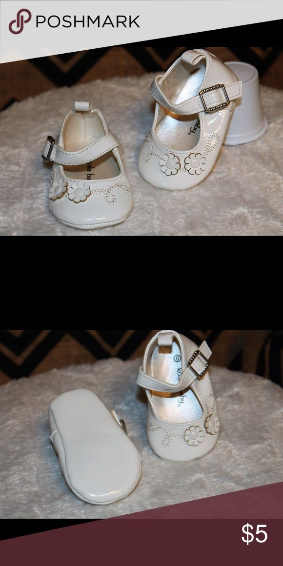Baby girl dress shoes White with silver buckle, Velcro fastener koala baby Shoes Dress Shoes