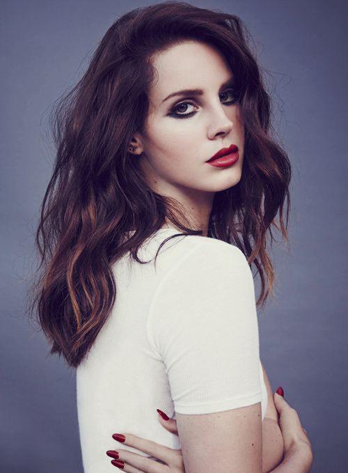 Finalmente puedes escuchar el nuevo disco de Lana Del Rey. Oye aquí 'Honeymoon'.
