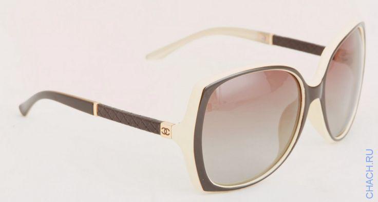 Солнцезащитные очки Chanel в светлой оправе с окантовкой кофейного цвета