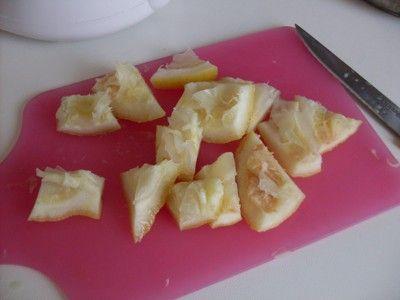 La Regina del Sapone: pasta di limone e argilla - detergente per stoviglie a base di scorze di limoni esausti