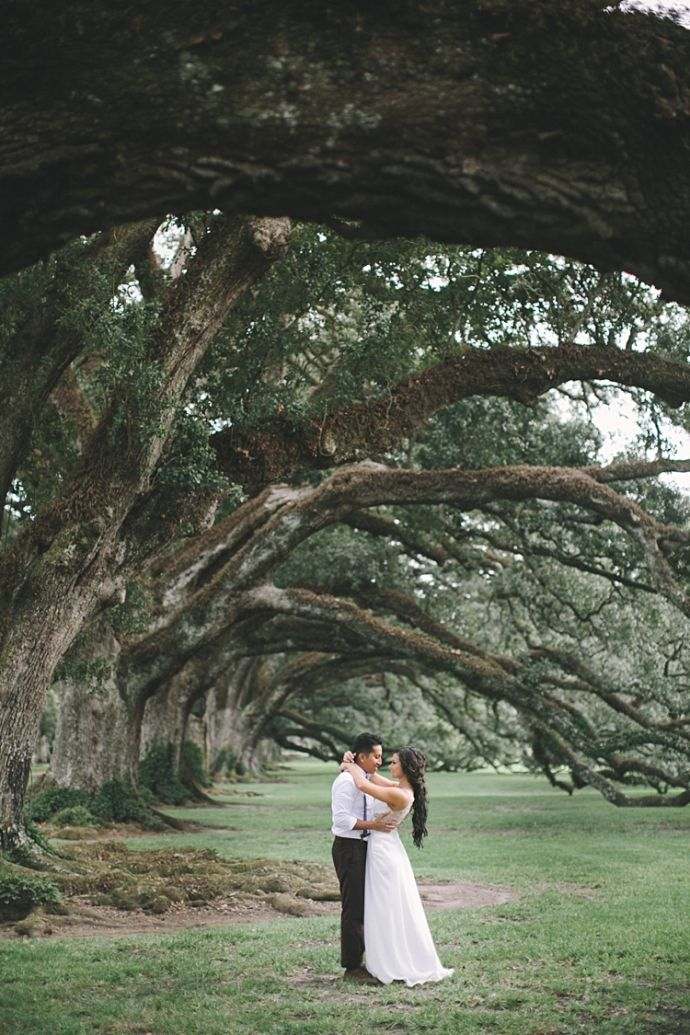 Oak Alley Plantation - Brandon Scott Photography #oakalley #wedding #weddingphotography #louisiana #weddinginspiration #neworleans #oaktrees #bride #groom #portrait #weddingdress #bowtie #southernwedding #destinationwedding