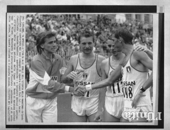 Coppa del Mondo di Maratona, Milano 1989. 16 aprile. La squadra italiana seconda classificata: Gianni Poli (1957), terzo assoluto, Osvaldo Faustini (1956), 14°, Salvatore  (1961), 7° e Orlando Pizzolato (1958), 21° [Archivio Foto L'Unità]