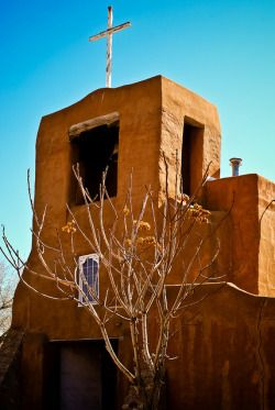 """veareflejos: """" San Miguel Mission, also known as San Miguel Chapel, is a Spanish colonial mission church in Santa Fe, New Mexico. It is…"""