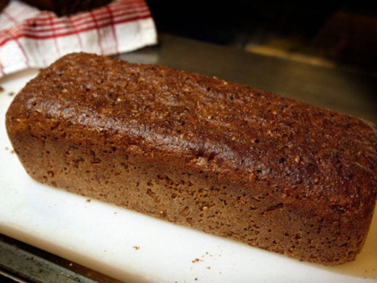 Damen bak det berømte brødet heter Inger Kløkstad og har nettopp gitt ut boken «Spis deg slank med Ingers superbrød» (Kagge forlag 2010). Der får du 115 oppskrifter på sunt kosthold og mer enn 20 oppskrifter på sunne brød. Inger har jobbet med kosthold i over 25 år. Selv slanket hun bort 22 kilo på seks måneder i 1984. Og har holdt trivselsvekten. Baker Jørgensen i Arendal er en av de få på Sørlandet som baker det etterspurte brødet. Kilde: Fædrelandsvennen. Foto: Kjartan Bjelland