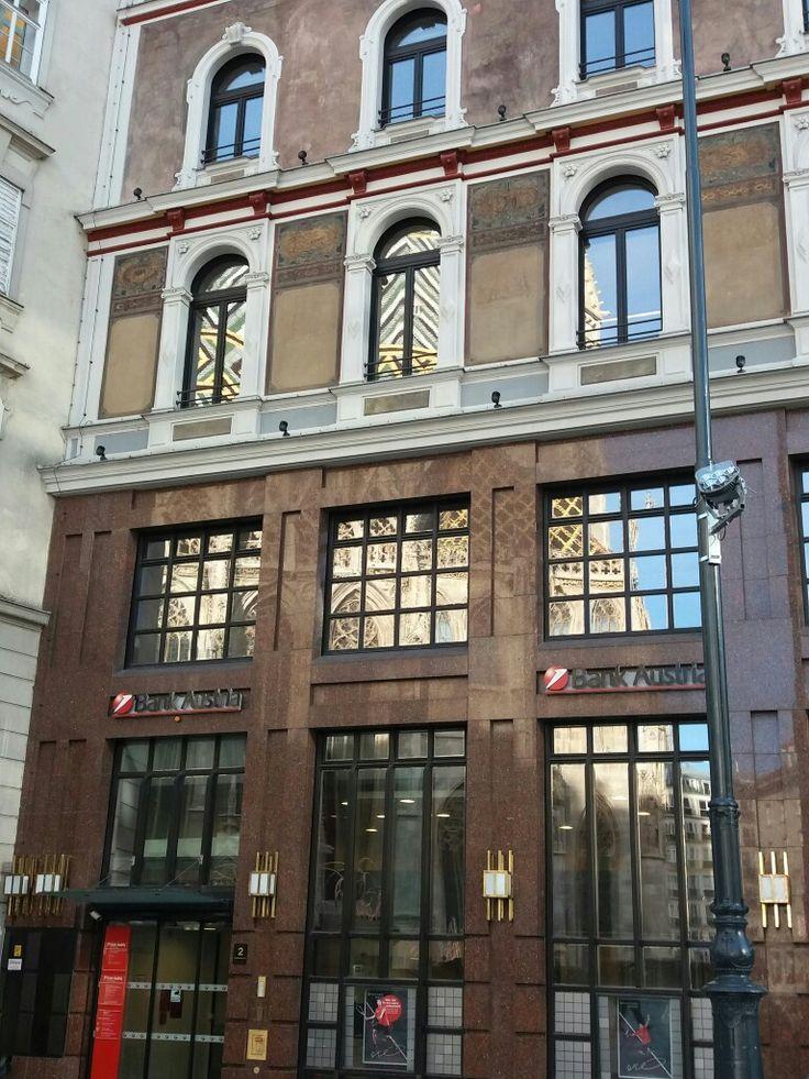Spiegelung des Stephansdomes im Haus der Bank Austria