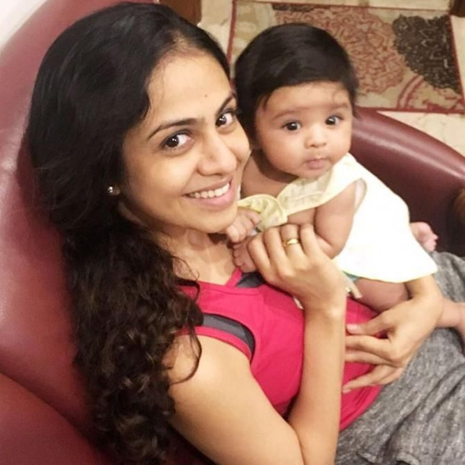 This Video Of Manasi Parekh With Her 5-Month Old Baby Nirvi Will Bring A Smile On Your Face