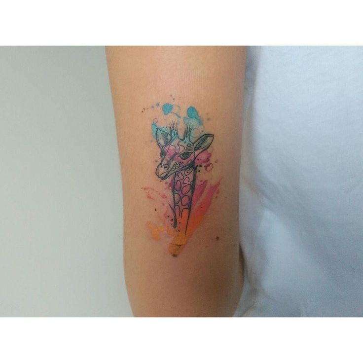 CMYK giraffe done with @fkirons #watercolortattoo #watercolor #tattooist #tattoo…