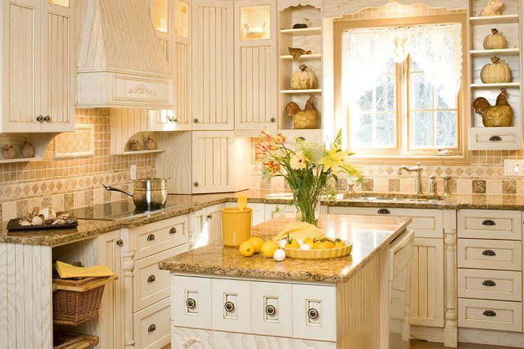Armoires de cuisine champêtres en frêne laqué et glazé | Québec Simard cuisine et salle de bains