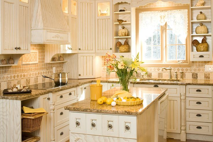Armoires de cuisine champ tres en fr ne laqu et glaz for Armoire de cuisine style champetre