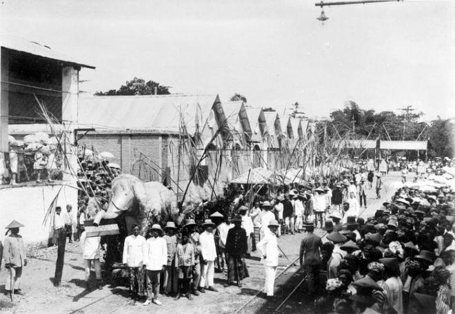 Pesta arak-arakan memulai giling tebu pabrik gula Kadipaten