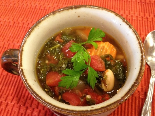 Vegan Tuscan Kale and White Bean Soup - delicious, quick, and easy ...