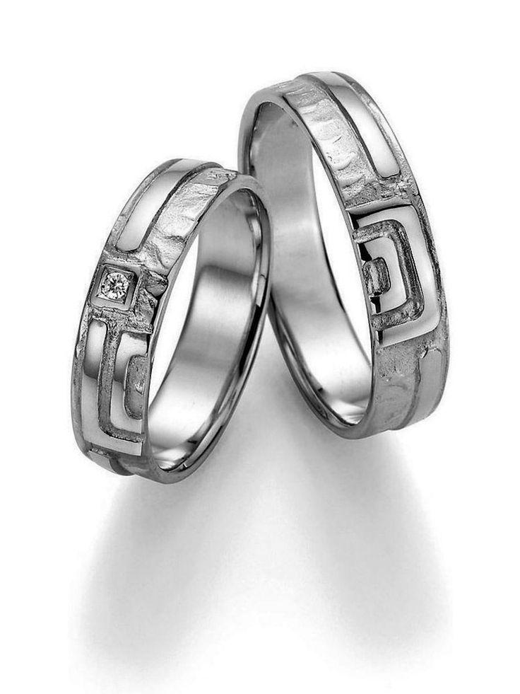 Ringbreite 5,0 mm Kollektionen Goldschmied Inspiration Steingröße & Qualität 0,025 ct w/si Material Platin Ringhöhe 1,4 mm Oberfläche gehämmert, glänzend Lieferzeit 7-10 Werktage