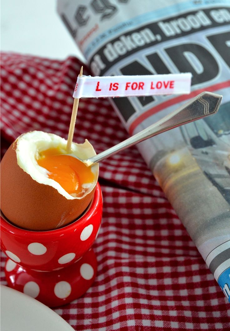 Nominette labels to send a personal message at breakfast