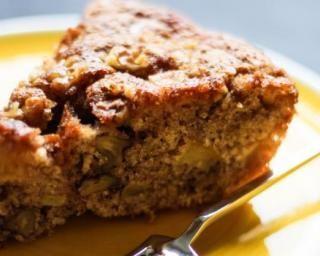 Gâteau moelleux aux pommes et noix sans gluten : http://www.fourchette-et-bikini.fr/recettes/recettes-minceur/gateau-moelleux-aux-pommes-et-noix-sans-gluten.html