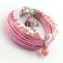 Zestaw bransoletek w pudrowym różu  z perła słodkowodną i sznurkami.