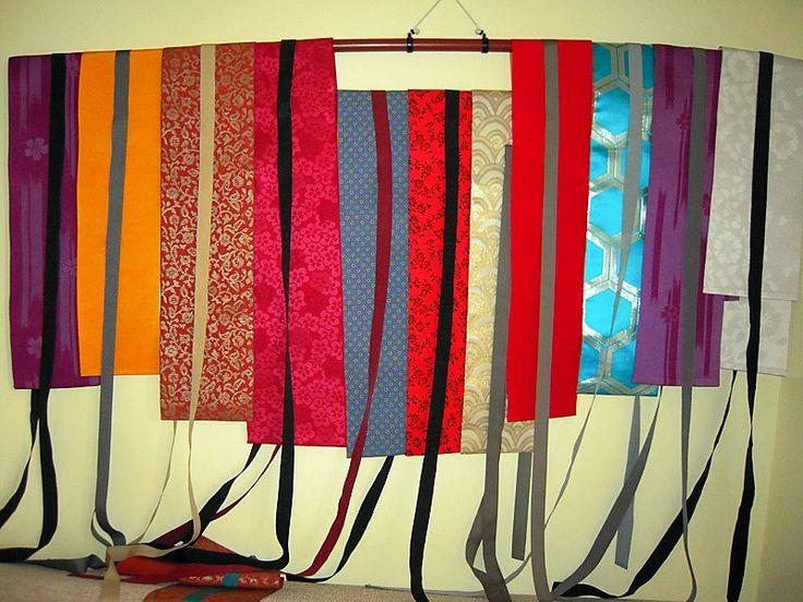 Cinture obi artigianali!!! Si tratta di tutti pezzi unici realizzati a mano con la stoffa di obi originali giapponesi. Adattabili a qualsiasi taglia, sono perfette per kimono e Haori ma anche per valorizzare vestiti, maglie o giacche occidentali. Solo a 35 euro l'una! :-)