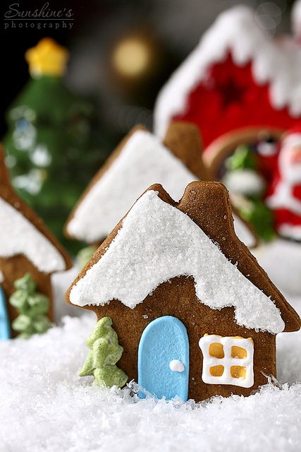 Sweetly adorable little Gingerbread Cottage Cookies. #Christmas #cookies #gingerbread #food #dessert #baking #cooking #decorate