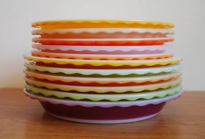 I NEED these Pyrex pie plates.: Pyrex Pies, Vintage Pies Plates, Vintage Kitchens, Pyrex Vintage, Pyrex Collection, Vintage Pyrex, Colors Pyrex, Pyrex Plates, Pies Dishes