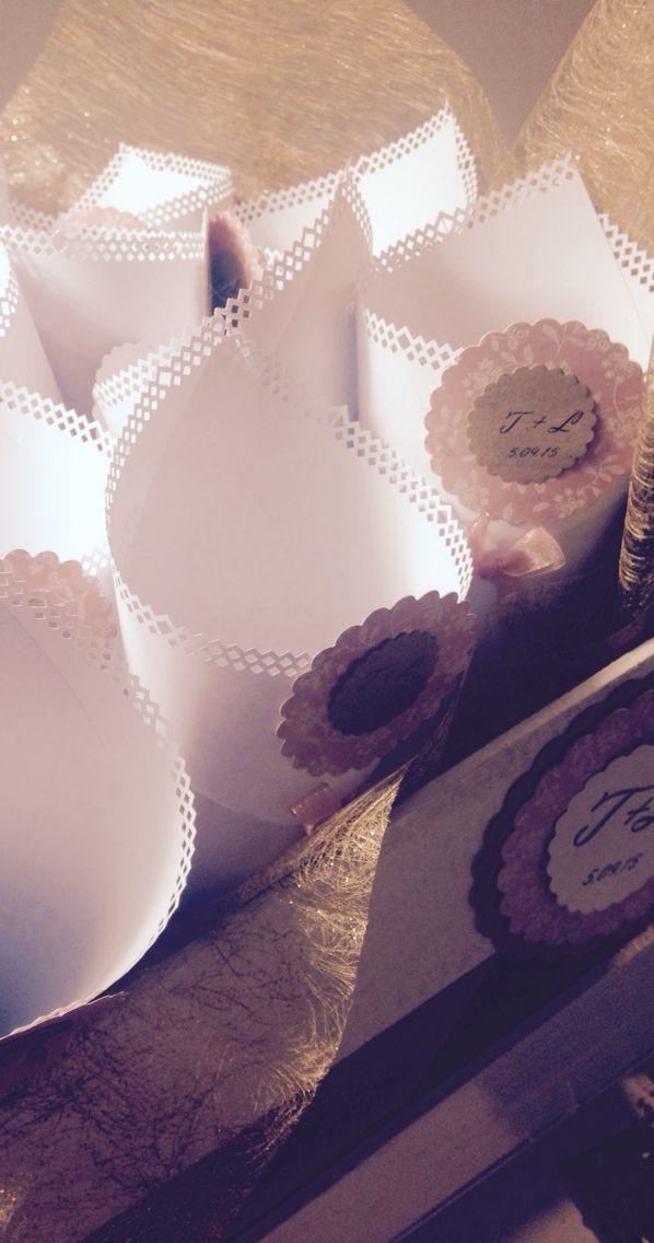 Conos para pétalos,para boda decorada en rosa palo, oro viejo y craft