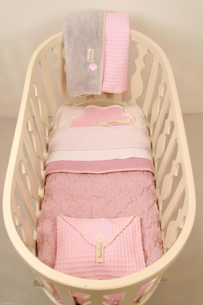 Koeka dekentjes en lakentjes in baby pink. http://www.blauwlifestyle.nl/nl/lifestyle.html?limit=all&merken=145