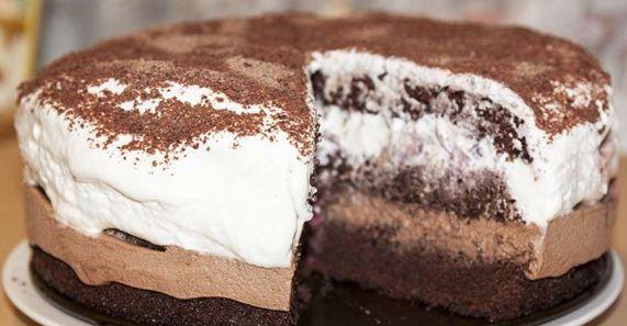 Лёгкий торт «Тает во рту» Ингредиенты Кефир (250 мл ) — 1 стак. Сода (без горки, гасить не надо) — 1 ч. л. Сахар (можно меньше )...