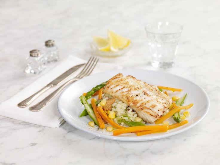 Stekt torsk med risotto og grønnsaker. Kanskje med sprøstekt spekeskinke?