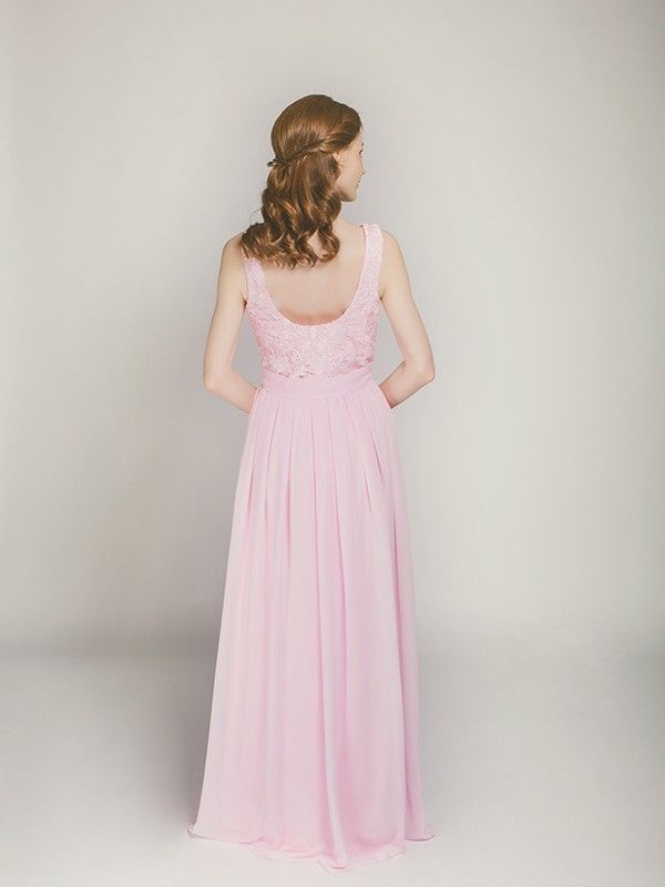 sleeveless lace and chiffon bridesmaid gown in blush swbd008