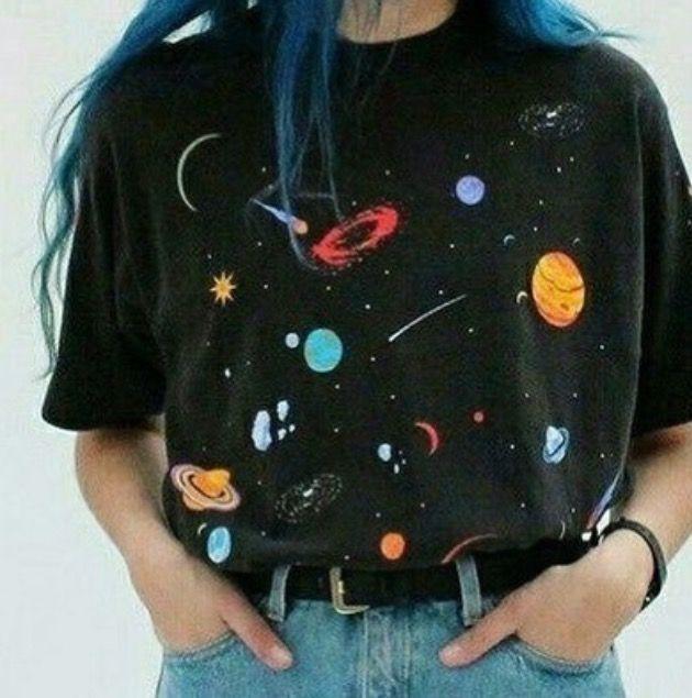 Galaktisch schön: Dieses Vintage-Shirt voll mit P…