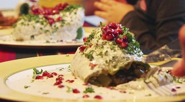 Fabians fyldte chilier i valnøddesovs opskrift - Lækker aftensmad, der tager dig med til sydens sol, fyldt med kød og en masse forskellige krydderier