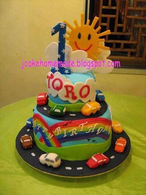 Car birthday cake by Jcakehomemade, via Flickr