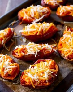 Zoek je nog een origineel bijgerecht voor naast de barbecue? Dit gevulde aardappelen met kaas recept is een absolute winnaar!