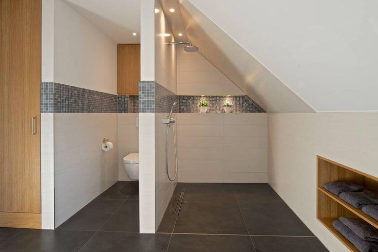 Duschbereich im Vollbad: moderne Badezimmer von GRID architektur + design