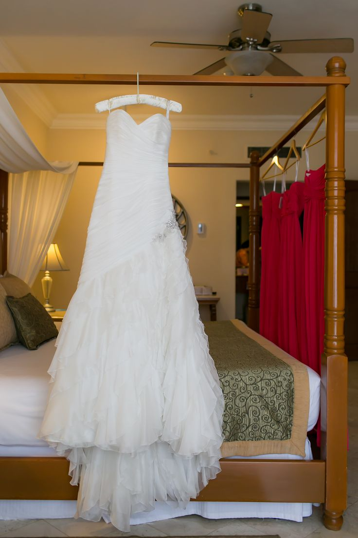 Flawless wedding dress for Magdalena's wedding at the Dreams Los Cabos!  Courtesy of www.anaandjerome.com