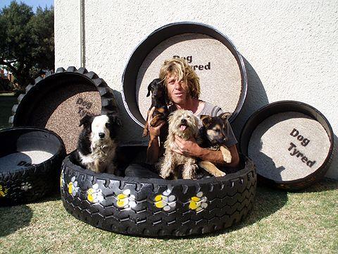 Pneus reciclados fazer a cama cãozinho perfeito para seu cão.