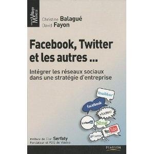 Intégrer les réseaux sociaux dans une stratégie d'entreprise par deux experts incontestés.