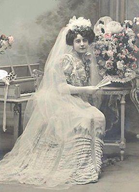 #bride #wedding gown ... Vintage card