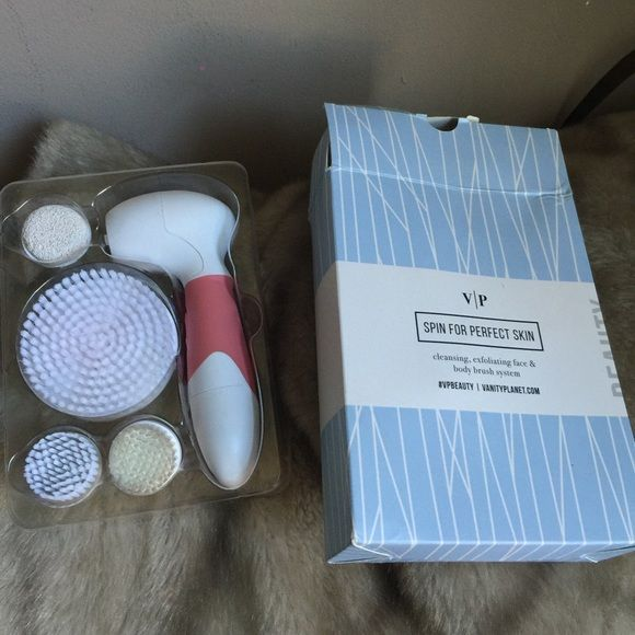 VP spin for perfect skin spin brush This comes with a body brush, gentle face cleansing brush and exfoliating face brush and feet or knee exfoliating brush, used it twice. Originally $100 Vanity planet  Accessories