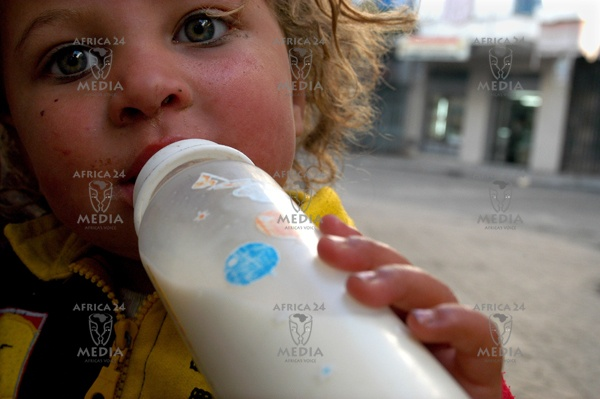 Naima, 4 years, begs money in the streets of Algier with her mother.