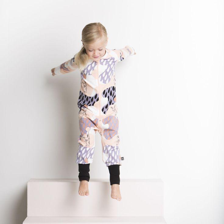 PUPU leikkiasu, bellini | NOSH verkkokauppa | Tutustu nyt lasten syksyn 2017 mallistoon ja sen uuteen PUPU vaatteisiin. Ihastu myös tuttuihin printteihin uusissa lämpimissä sävyissä. Tilaa omat tuotteesi NOSH vaatekutsuilla, edustajalta tai verkosta >> nosh.fi (This collection is available only in Finland)