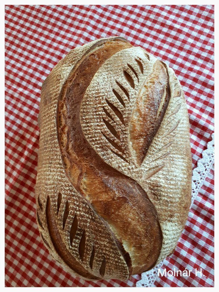 Félbarna kenyér íróval