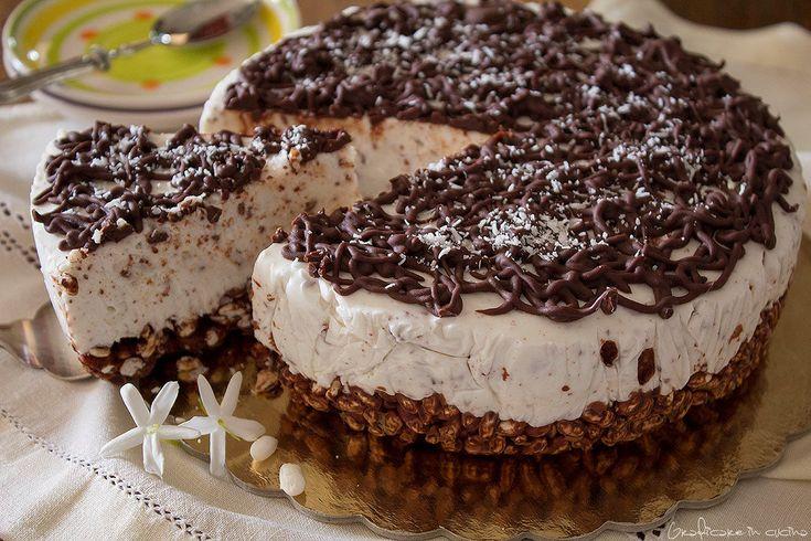 Torta fredda con yogurt panna e cioccolato