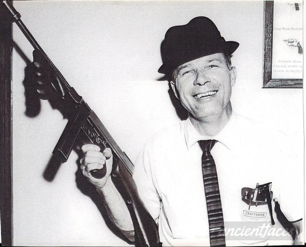 Lt. Bill Strauch of the homicide division of the Detroit police department posing with a tommy gun he took from a perpetrator. http://www.ancientfaces.com/photo/lt-bill-strauch/1292042