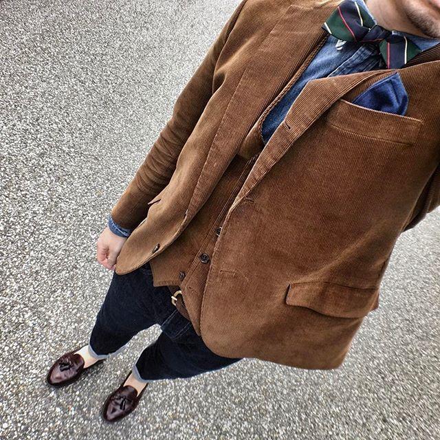 2017/03/19 11:56:39 chikii2525 2017.03.19 関西コレクションを職場の人と。 ➡︎夜は結婚式2次会! この季節にコーデュロイだと少し重たい印象なので足元は軽く。ボウタイ増やしたい。 Jacket, Best, bow tie : #brooksbrothers  Shirt : #ralphlauren  Pants : #rrl #ralphlauren #denim  Shoes : #alden #cordovan #Loafer  Belt : #jabezcliff  #オールデン #ローファー #トラッド #アメトラ #ブルックスブラザーズ  #ラルフローレン #デニム #menstyle #menlook #fashion #ootd #mensfashion #instafashion #お洒落な人と繋がりたい #お洒落さんと繋がりたい #todaylook  #おしゃれさんと繋がりたい #関西コレクション  #関コレ#足元くら部 #梅田 #今日の格好