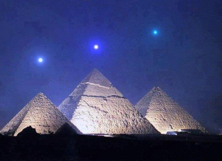 Alinhamento planetário de Saturno, Vênus e Mercúrio com as Pirâmides do Egito começando 3 de dezembro de 2012.